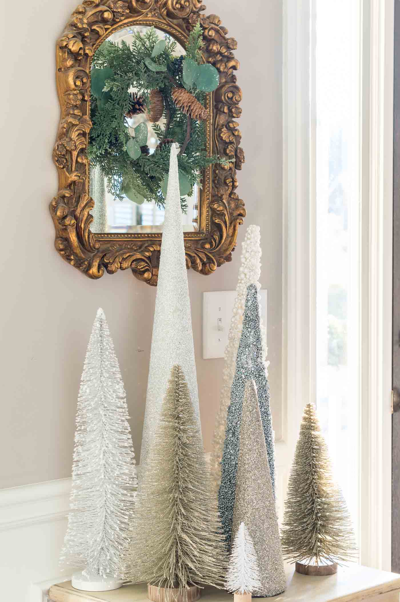 Simple Christmas decoration ideas for the foyer entry