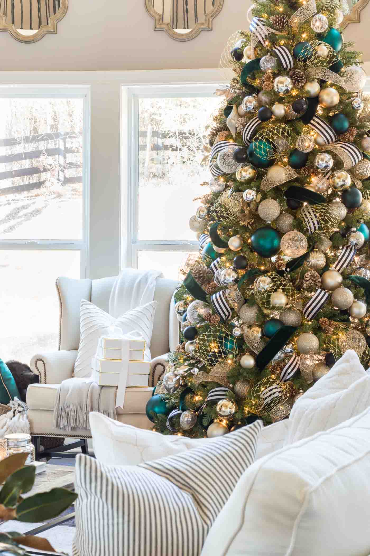 Christmas tree decorations and ideas to trim a Christmas tree