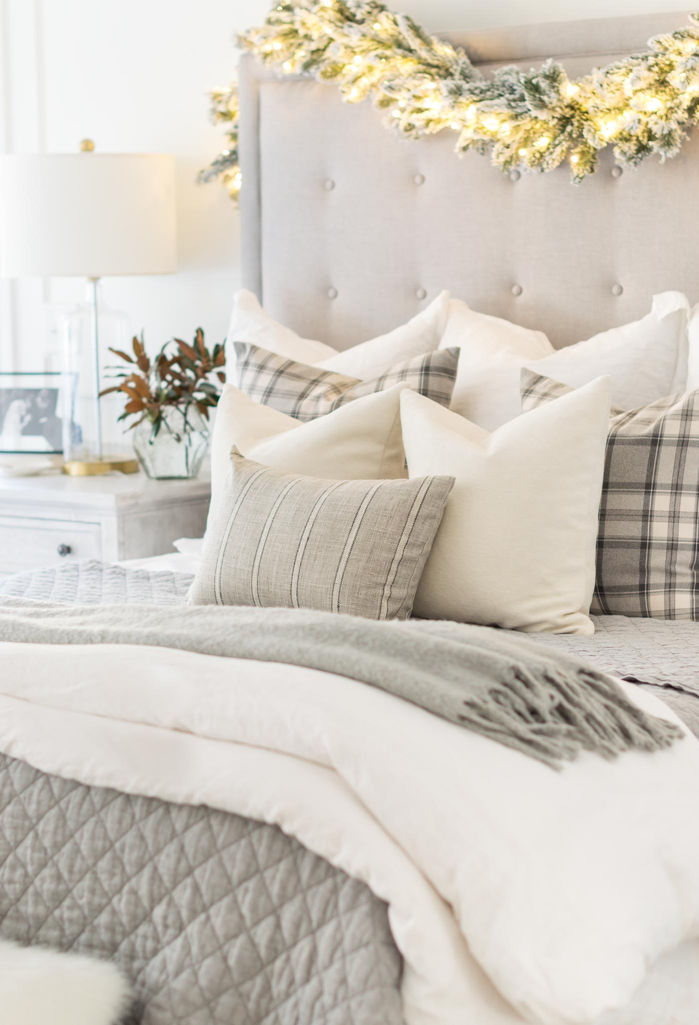 Christmas bedroom decorating ideas with plaid gray and neutral colors