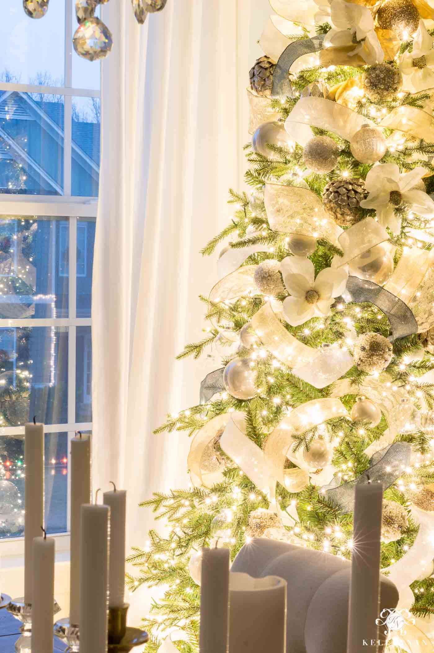 How to make your Christmas tree lights extra bright and glow-y!