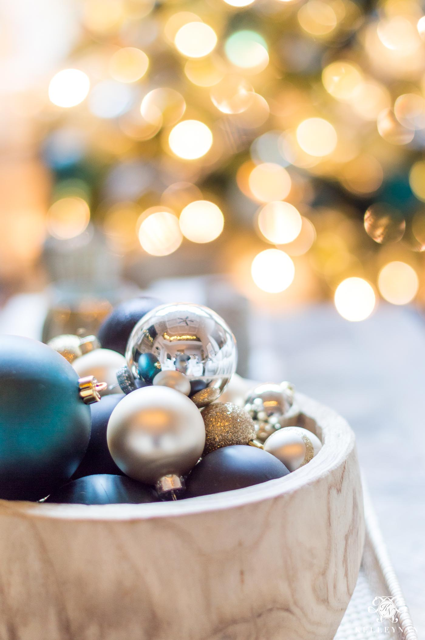 How to photography blurry lights as a bokeh Christmas background