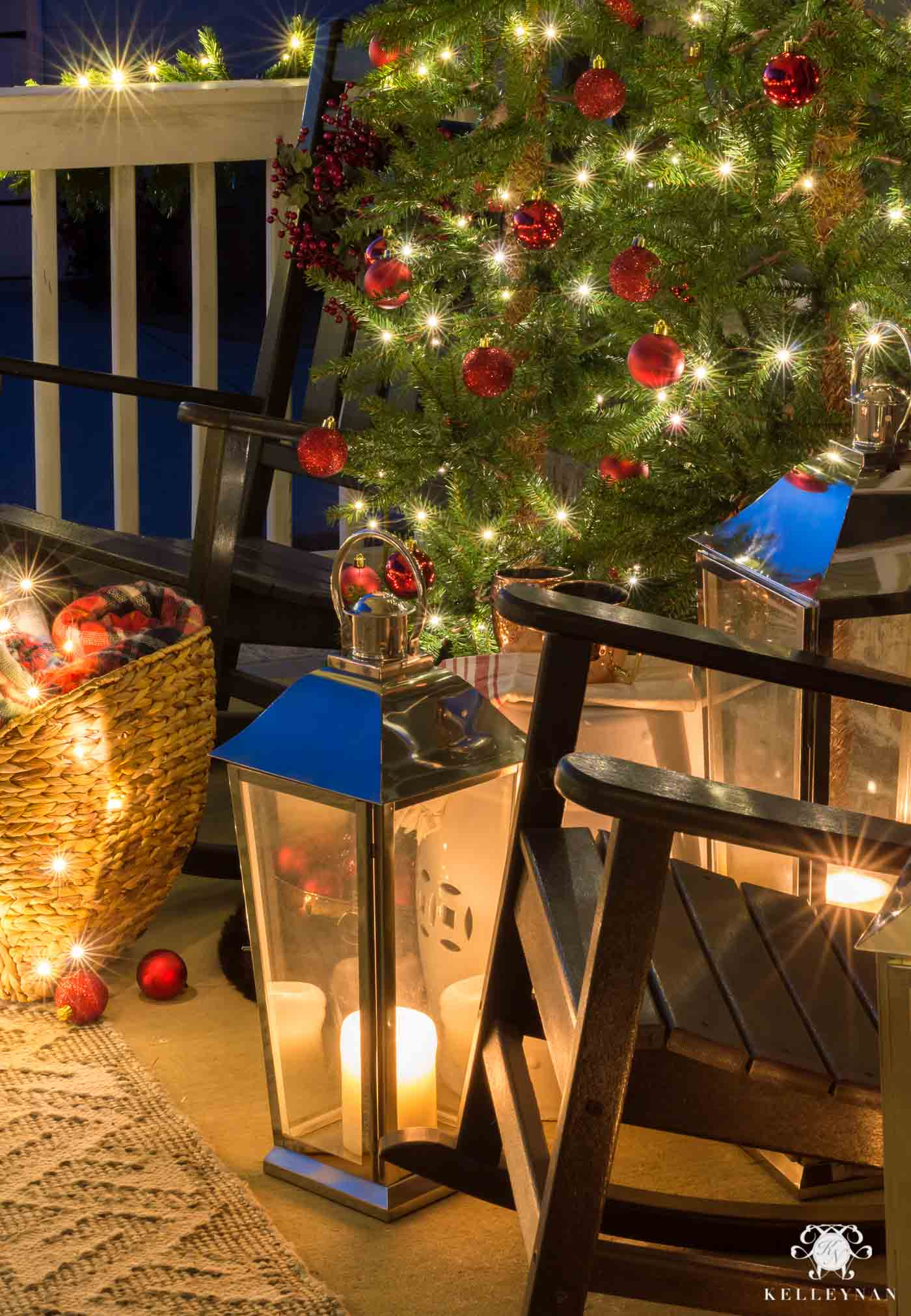 Easy Christmas decorations for the front porch with lanterns