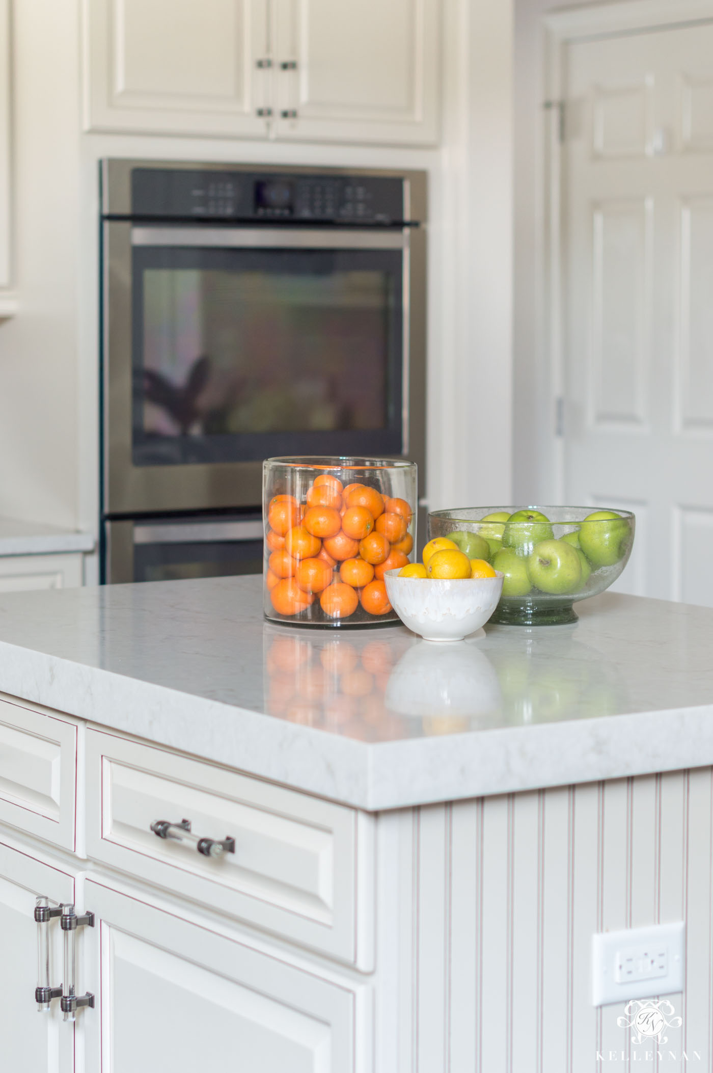 Kitchen island and countertop decor using bowls of fruit