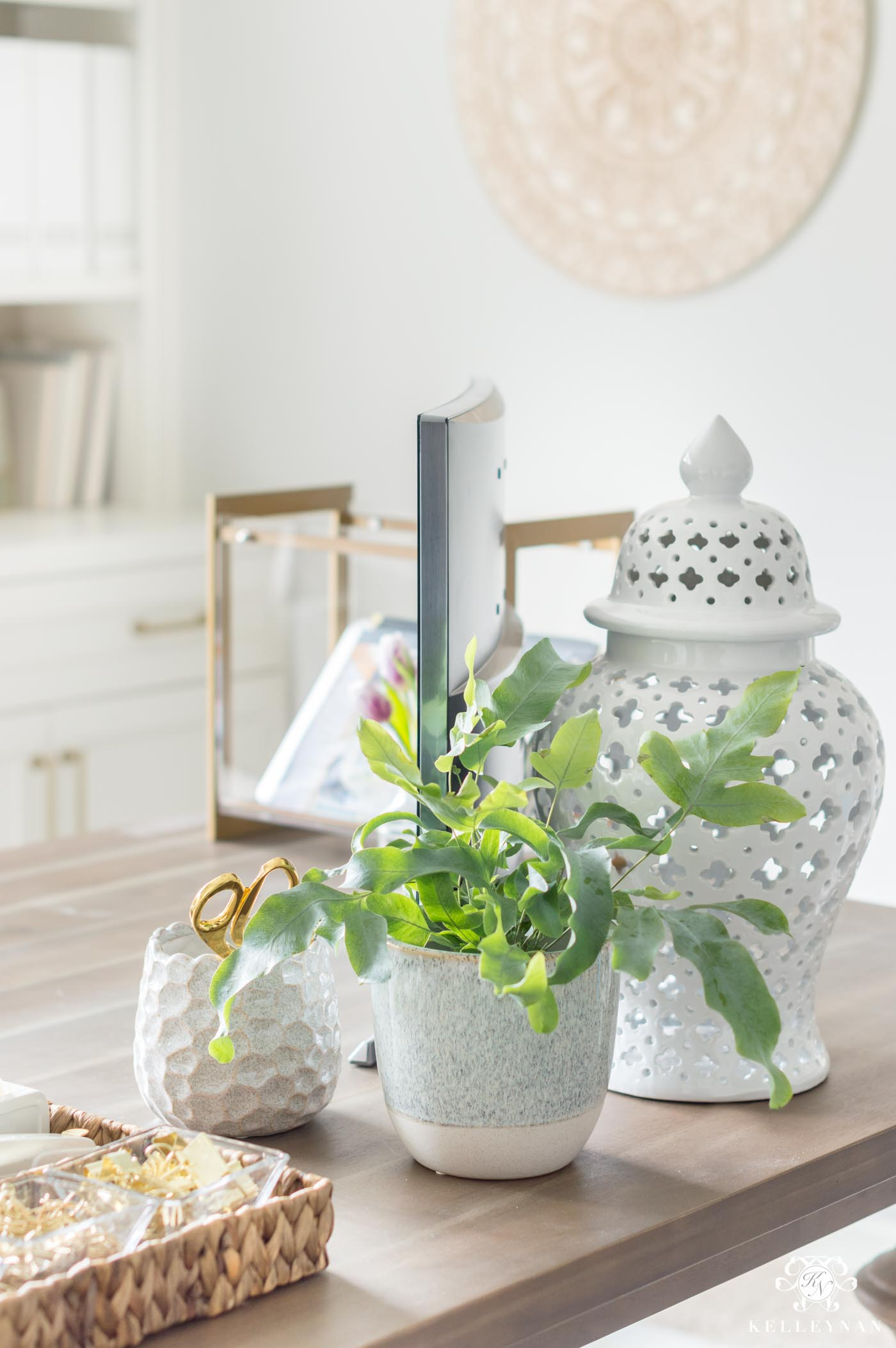 Desk decor and accessories for spring