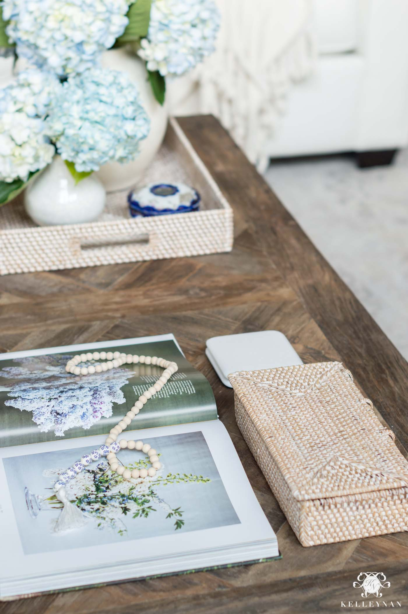 How to decorate and style a rectangular cofee table