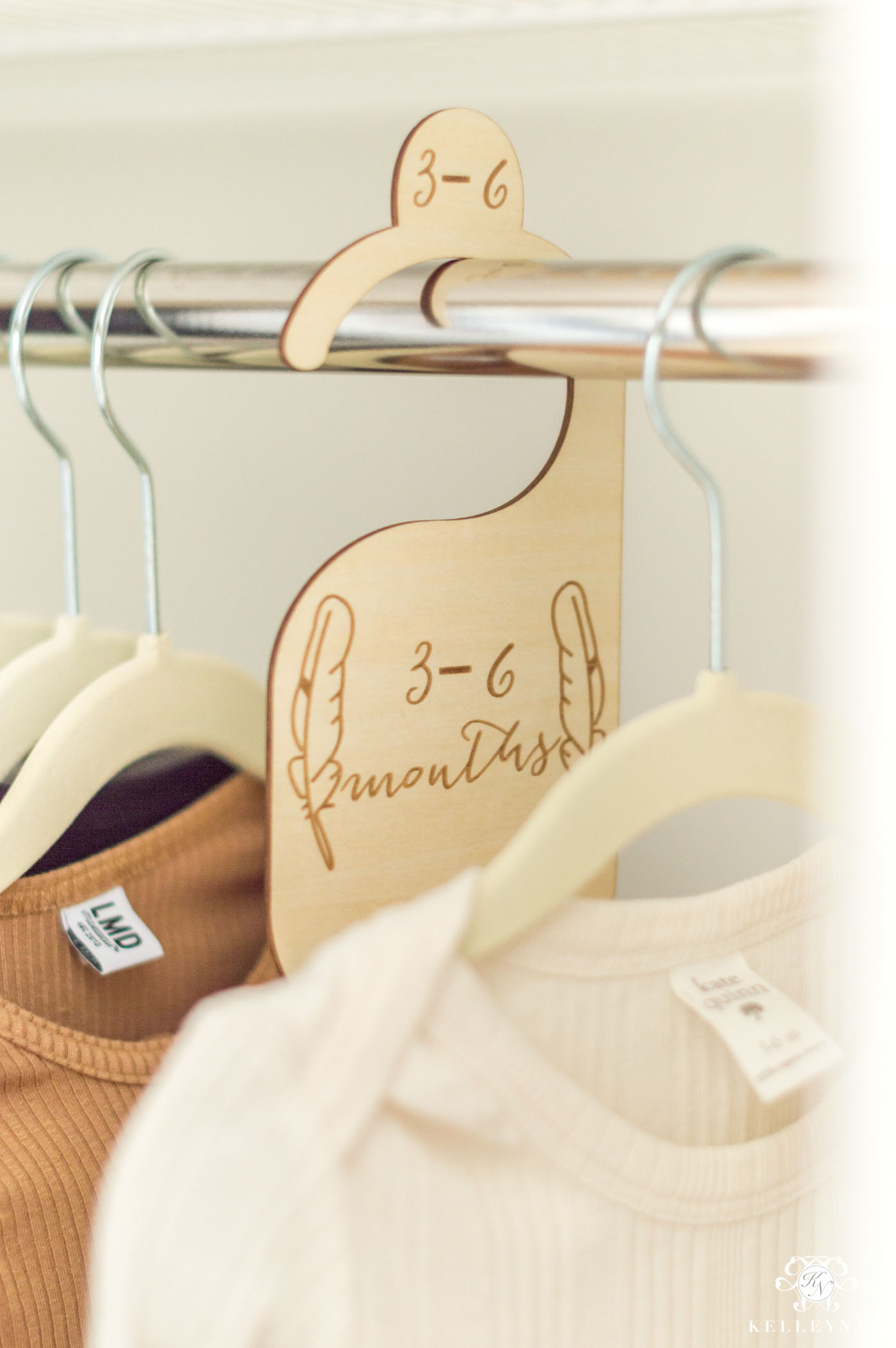 Clothing dividers to organize kid closets