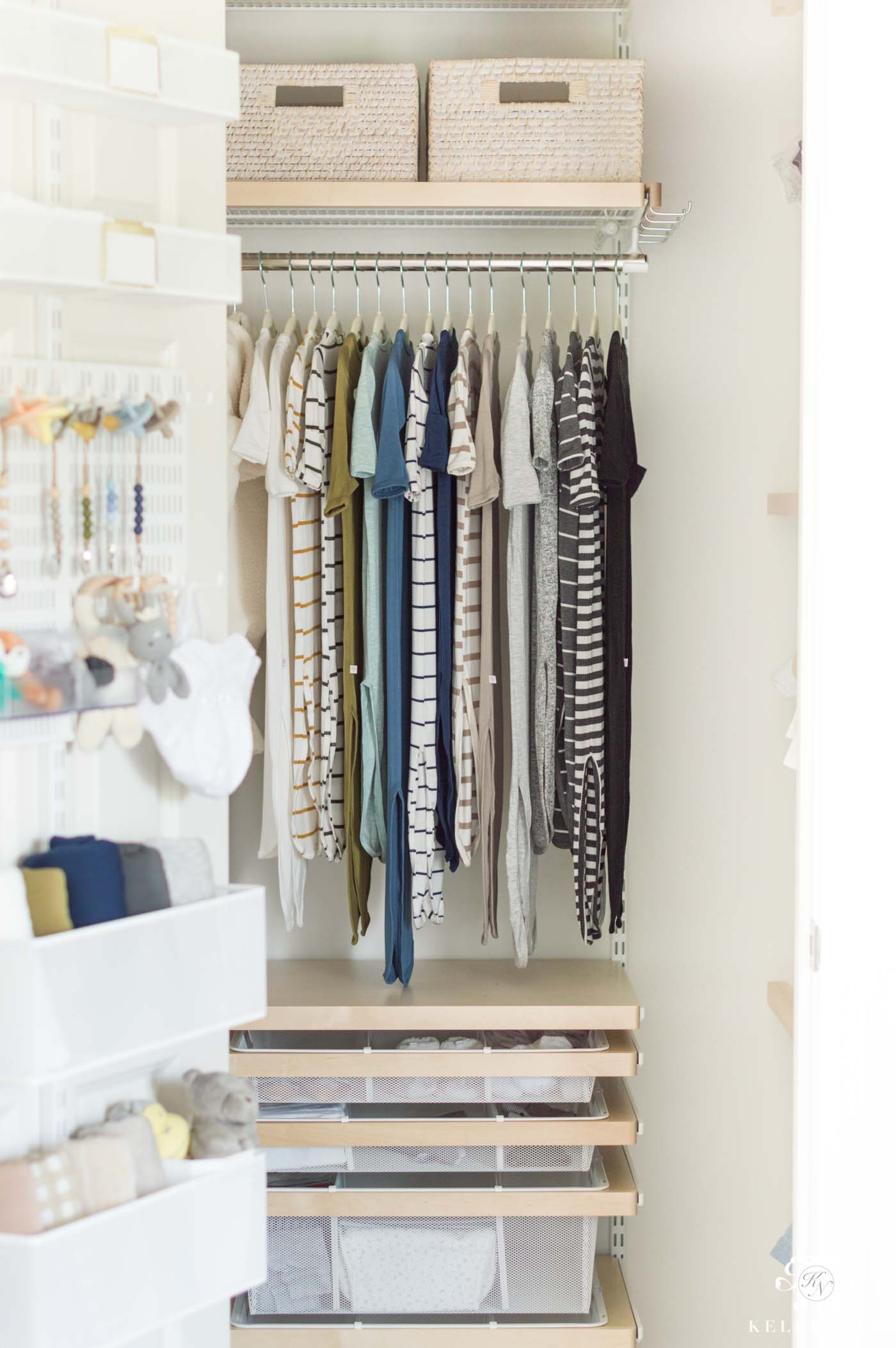 How to organize a small baby closet