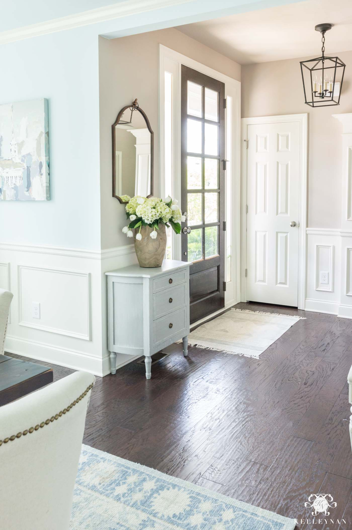 Small Transitional Entry and How to Furnish a Small Wall
