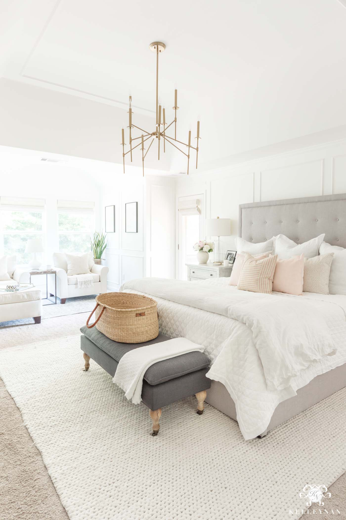 How to decorate the master bedroom using a blush pink color scheme