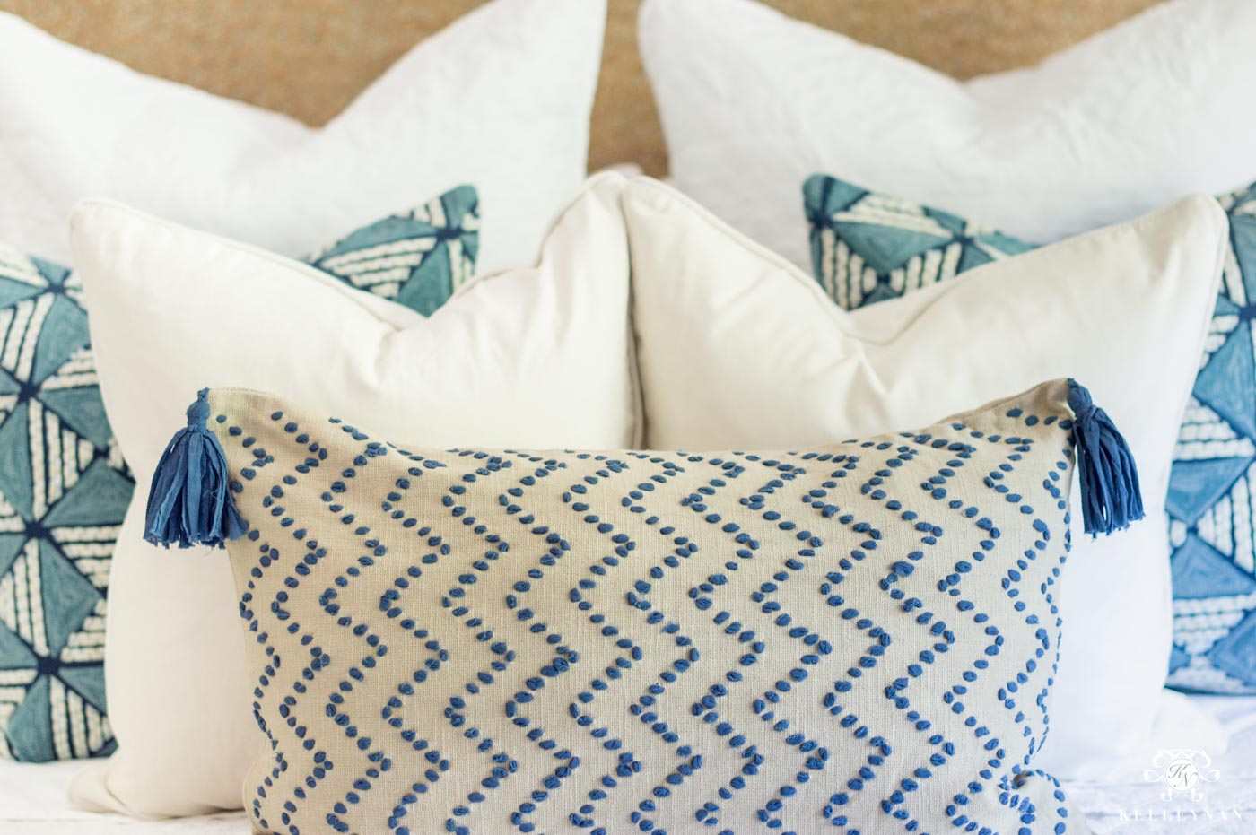 How to Arrange Throw Pillows on a Bed