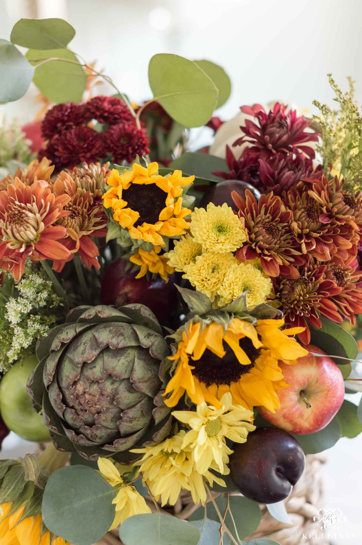 How to Arrange the Perfect Centerpiece for Fall