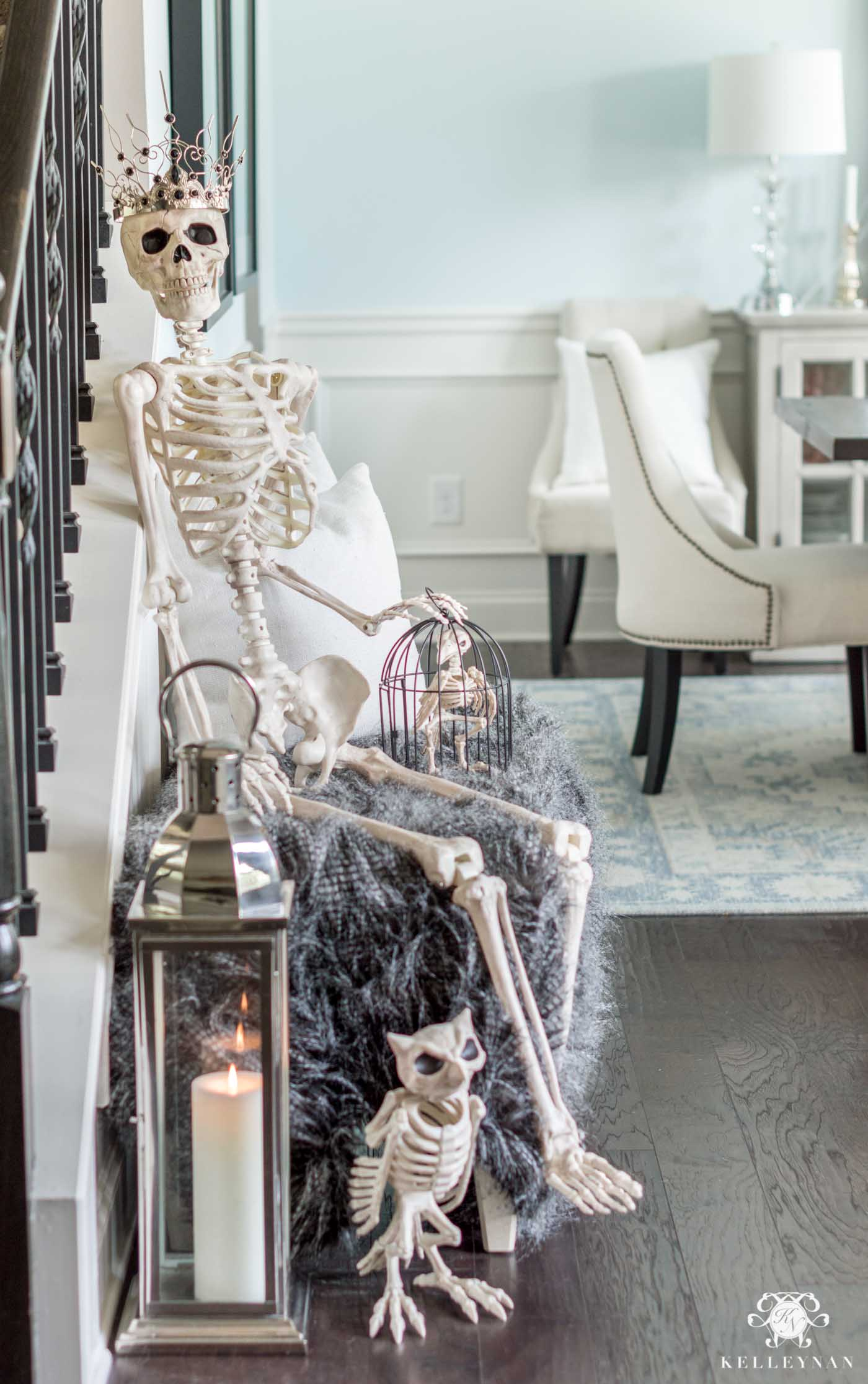 Creepy, Elegant Halloween Entry Decor