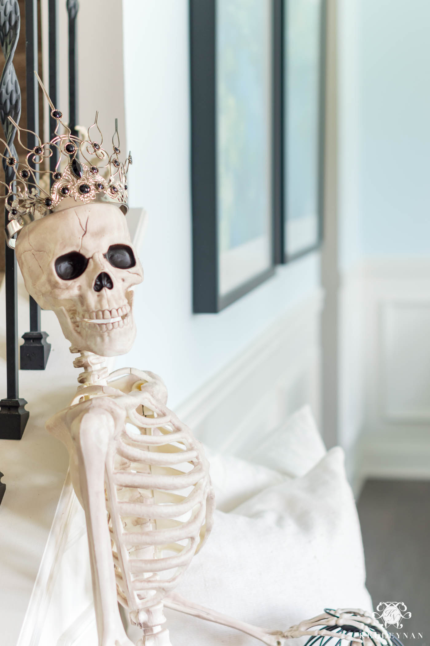 Royal Skeleton with Crown in the Home Entry