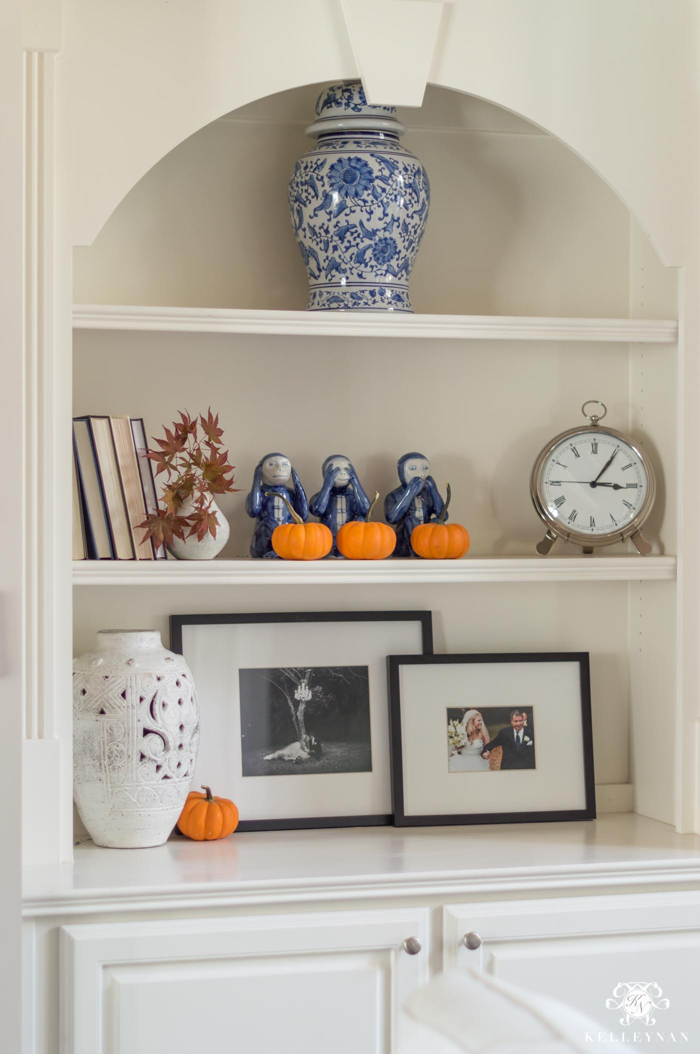 How to decorate builtin shelves for fall