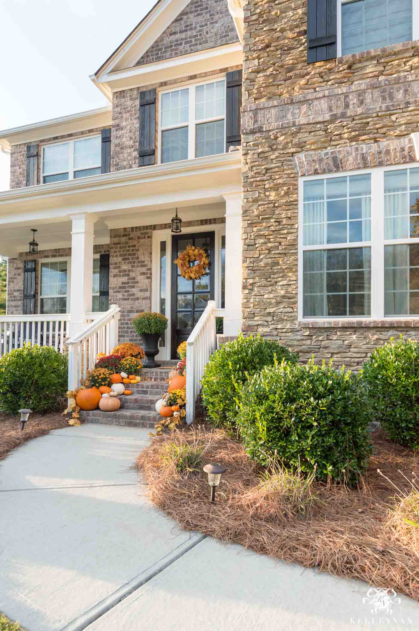 Traditional fall front porch decorating ideas