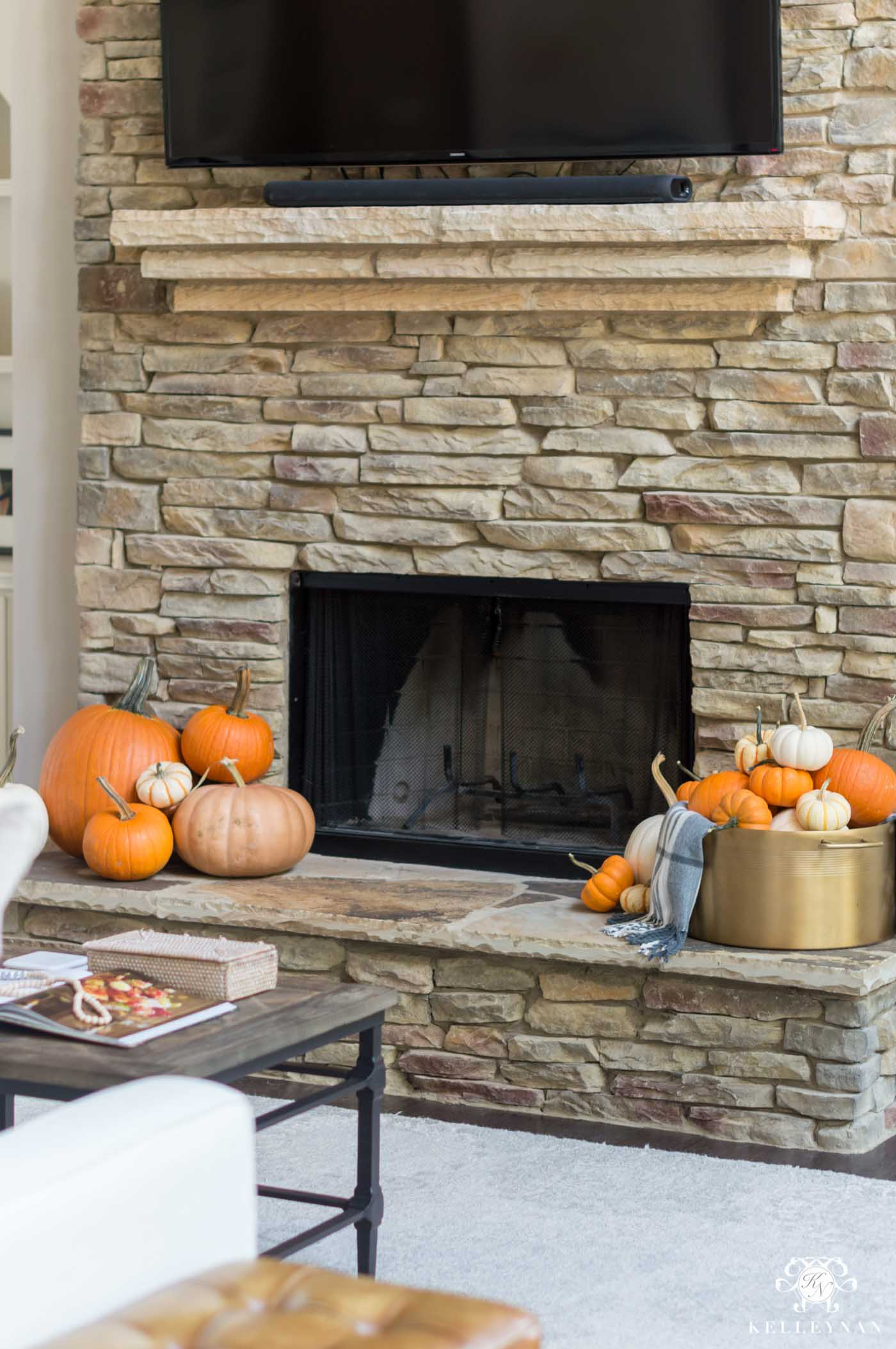 Fall fireplace decorating ideas with pumpkins