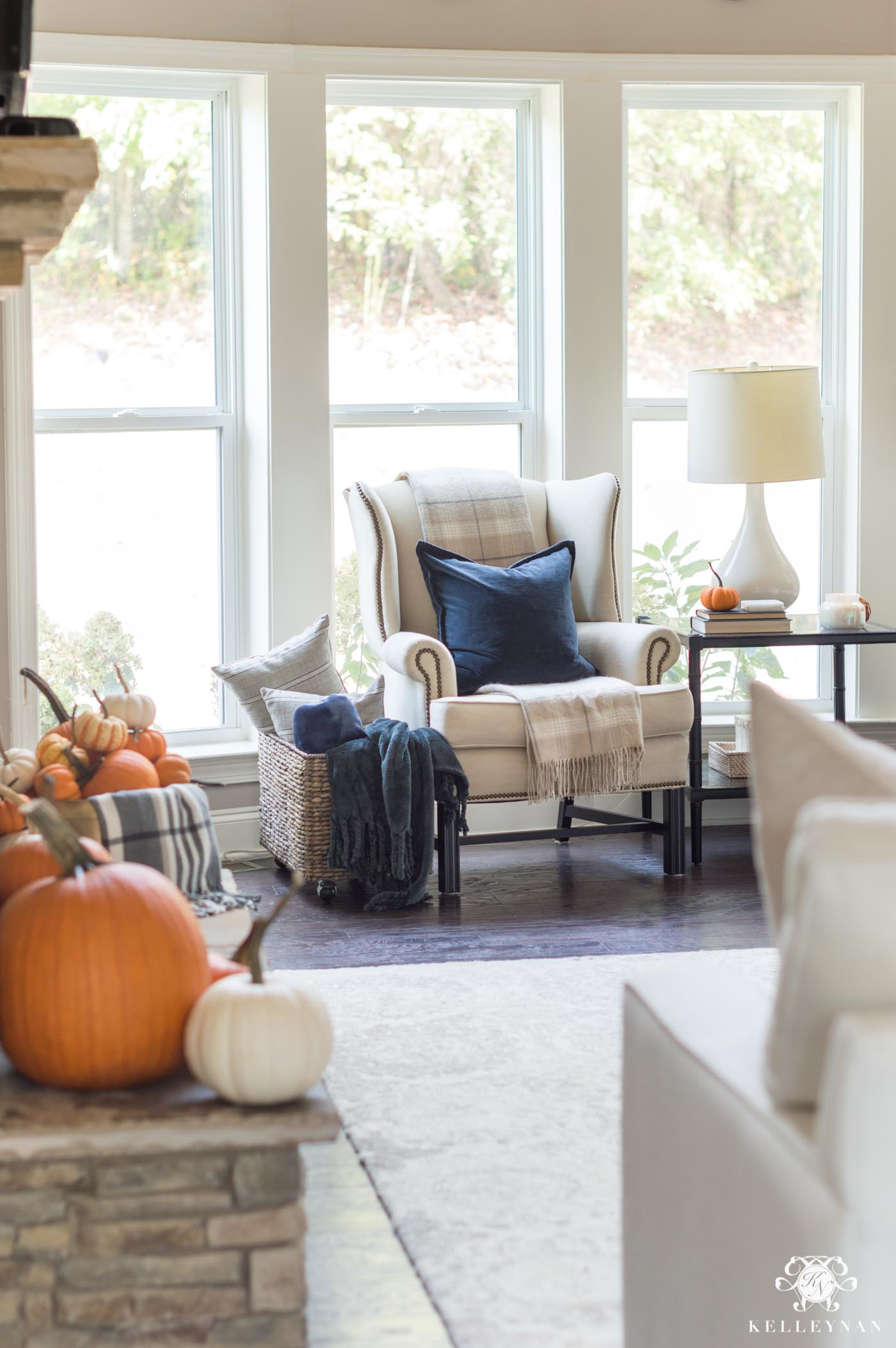 Fall living room ideas with navy blue and orange color scheme