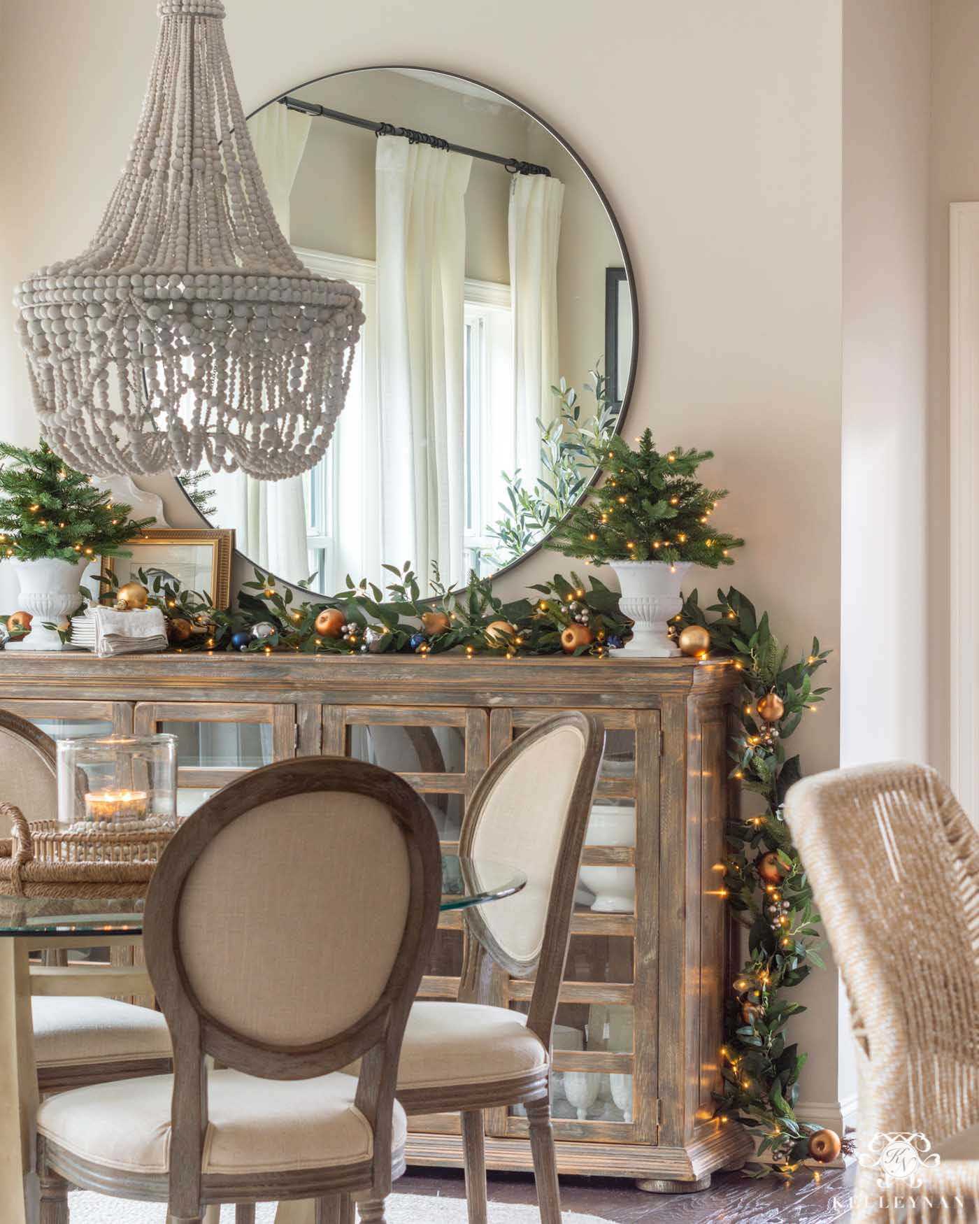 Easy Christmas Decor for the Breakfast Nook