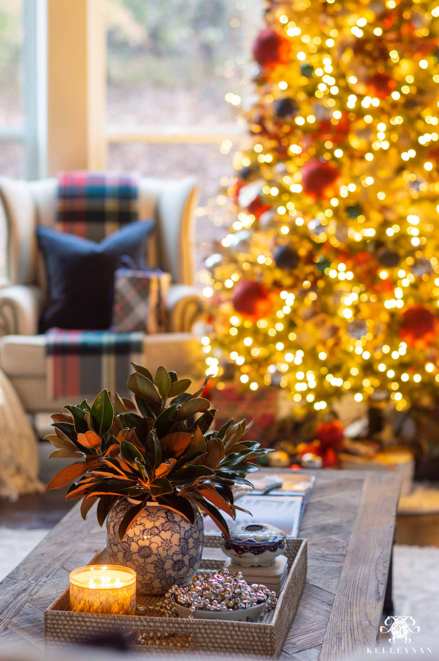Simple Christmas Coffee Table Decor