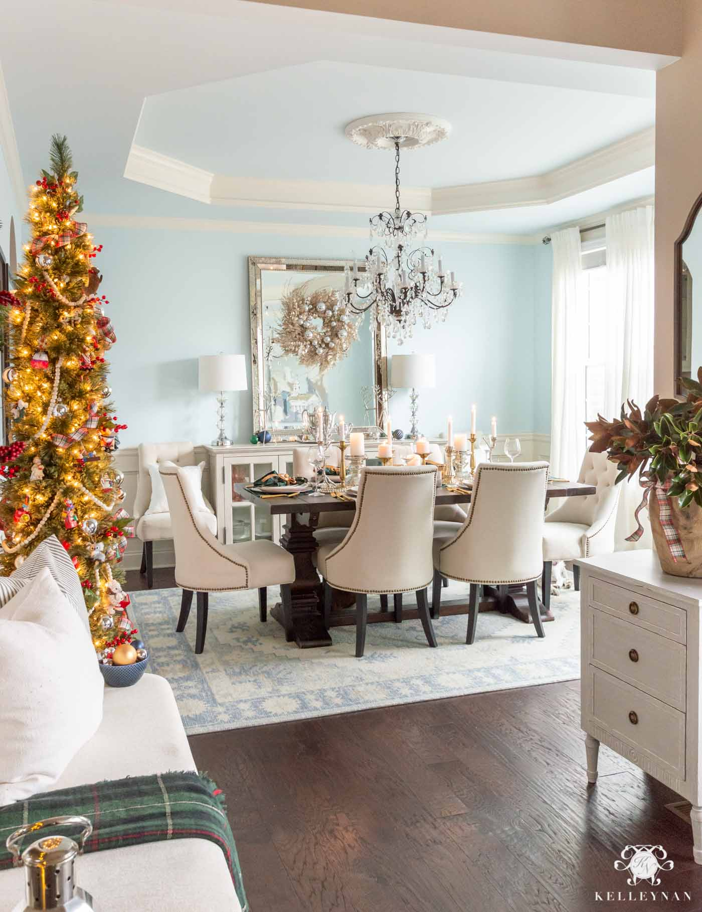 Christmas Dining Room Decor with a Christmas Tree