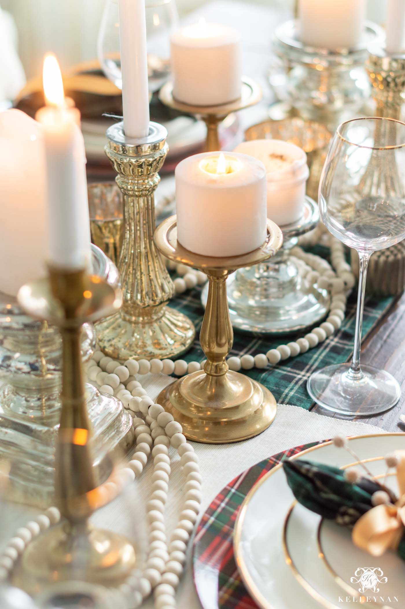 Elegant Christmas Table Decorations and Centerpiece
