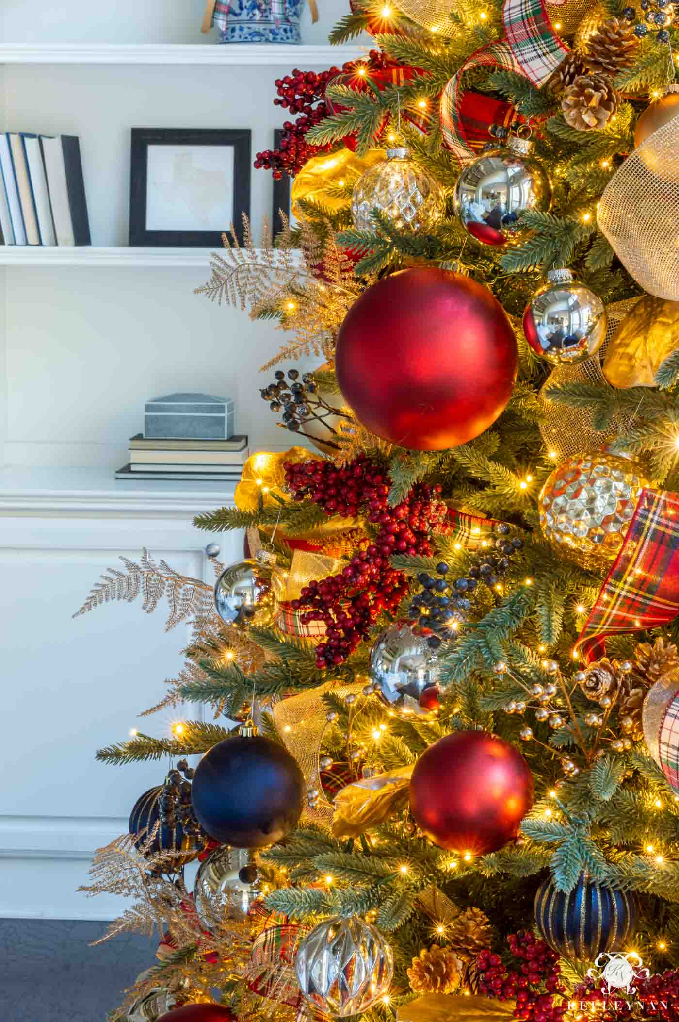 Plaid Christmas Tree Decorating Ideas