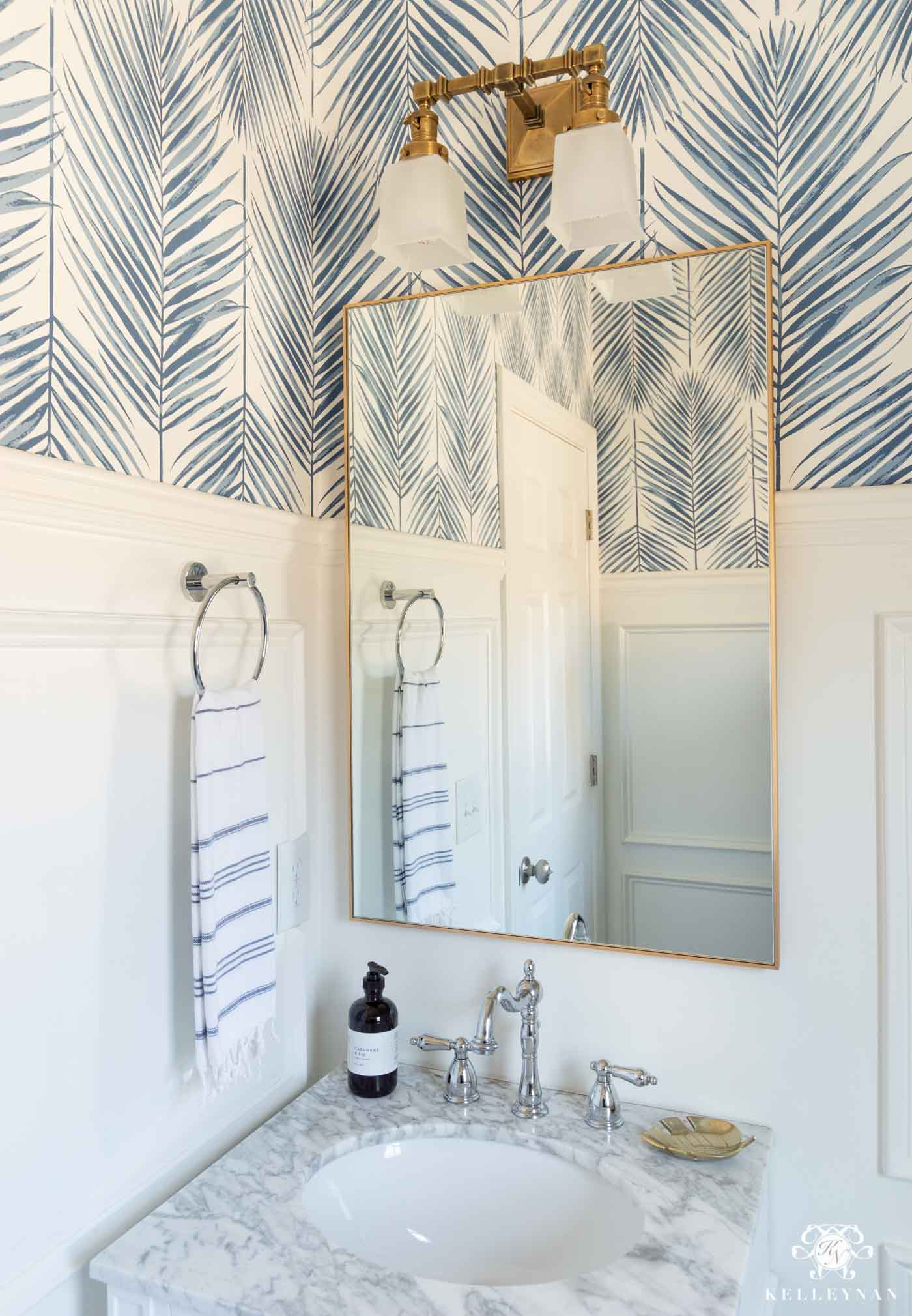 Modern Coastal Bathroom Design with Mixed Metals