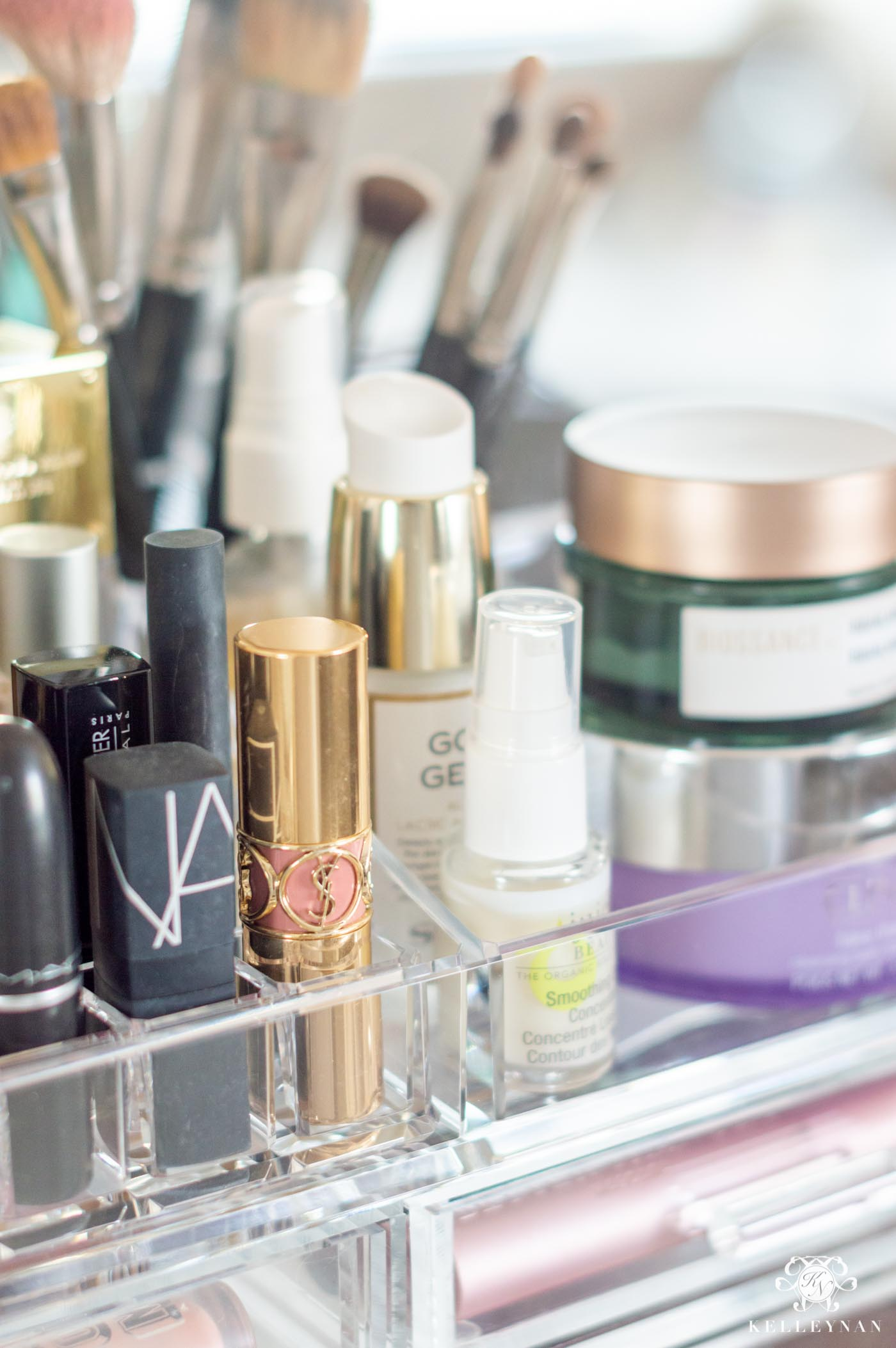 How to Organize Makeup on the Bathroom Vanity