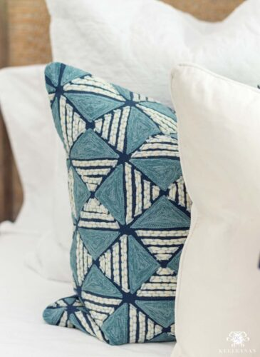 20 Beautiful Blue and White Pillows for Spring
