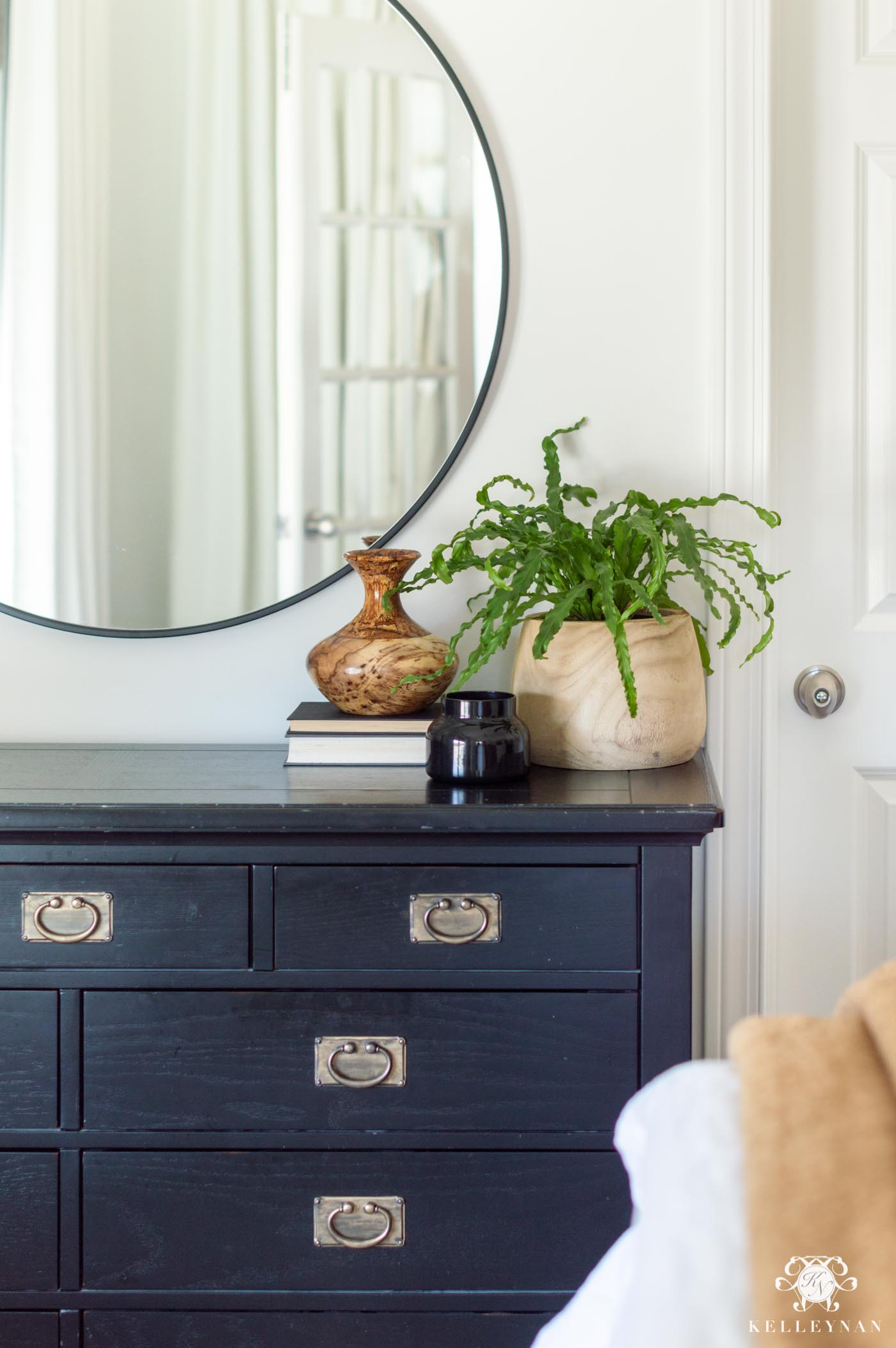 Simple Dresser Decor and Styling in the Bedroom