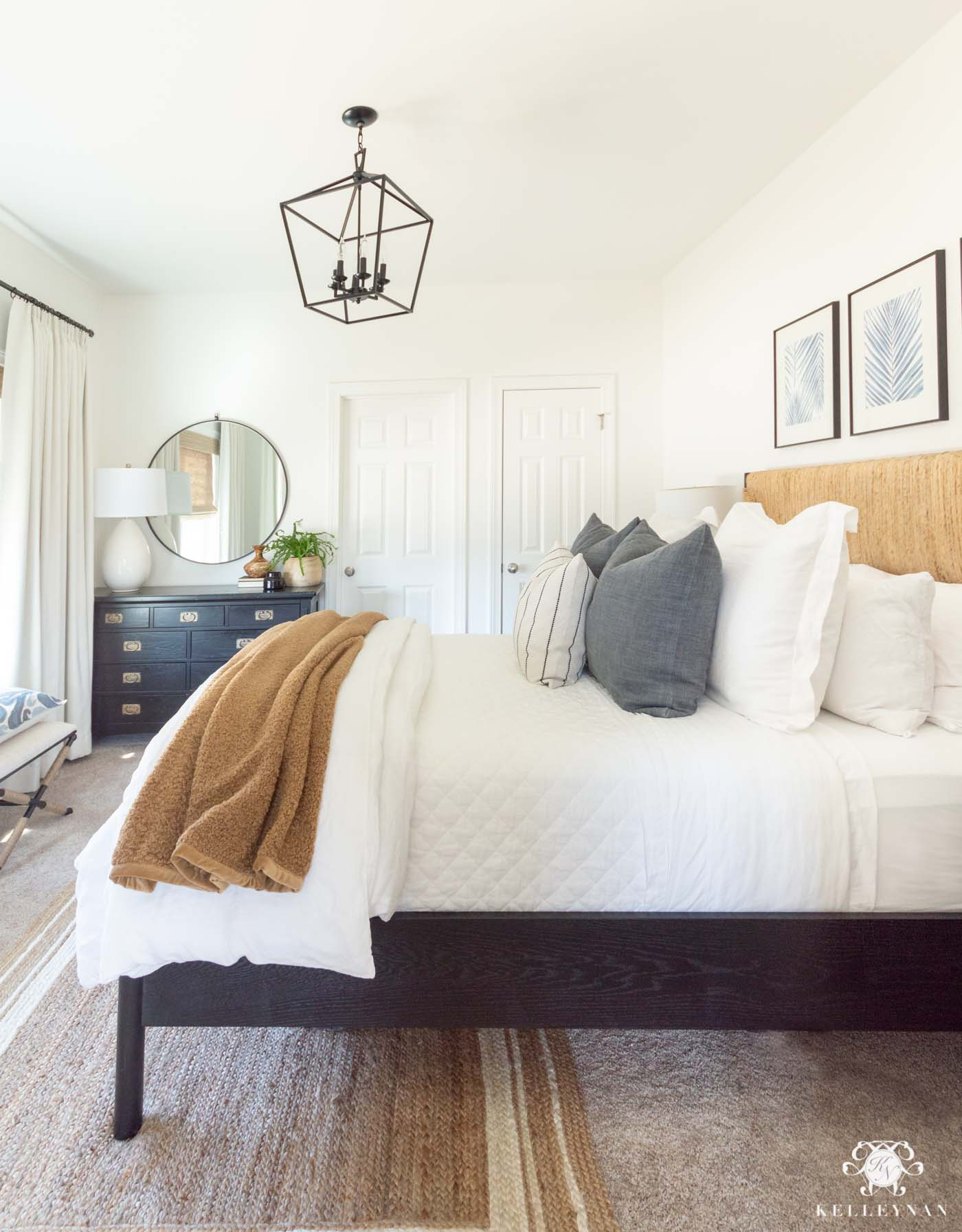 Small Guest Bedroom Furniture Layout