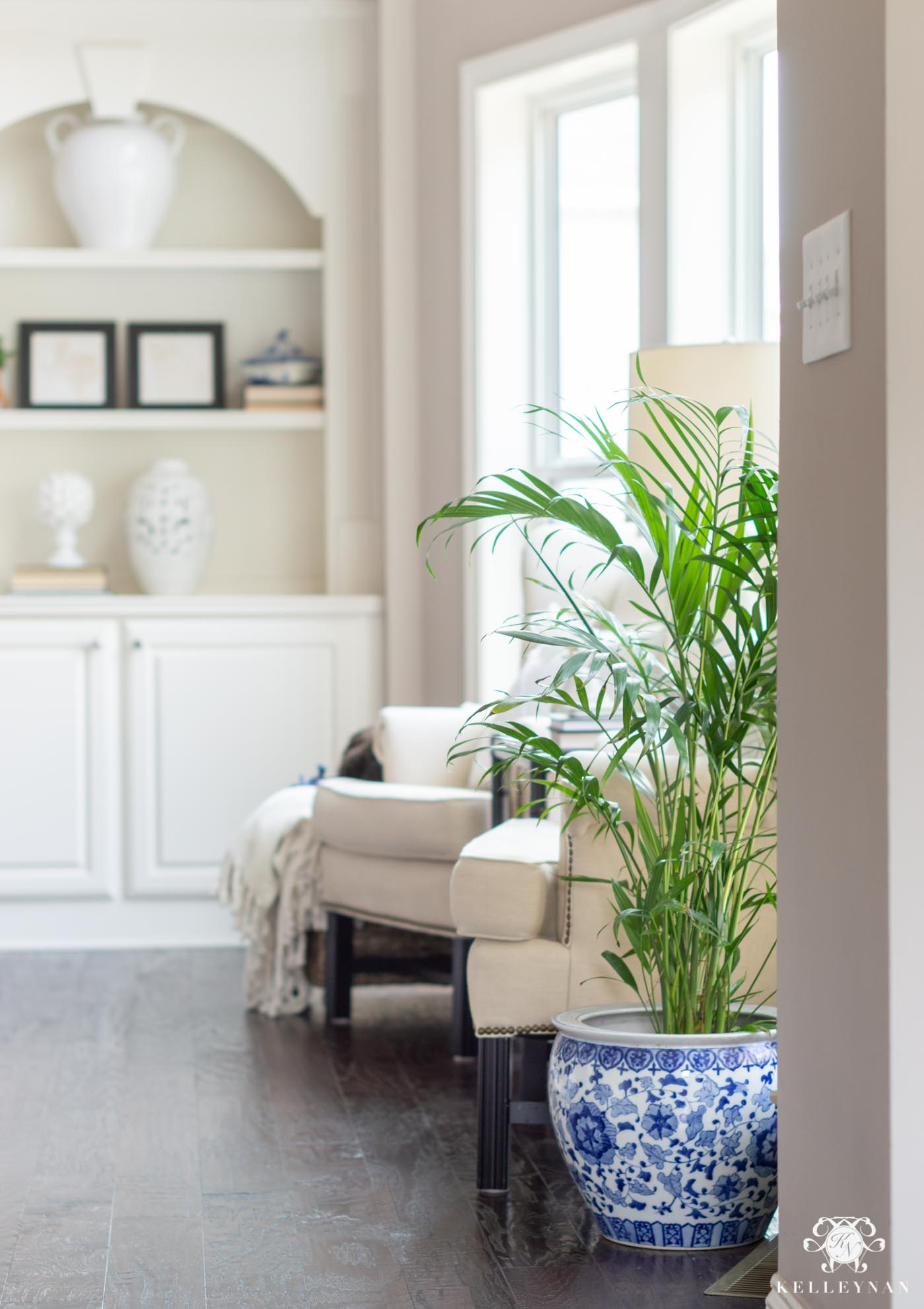 Traditional but Updated Spring Home Decor -- Classic Ideas