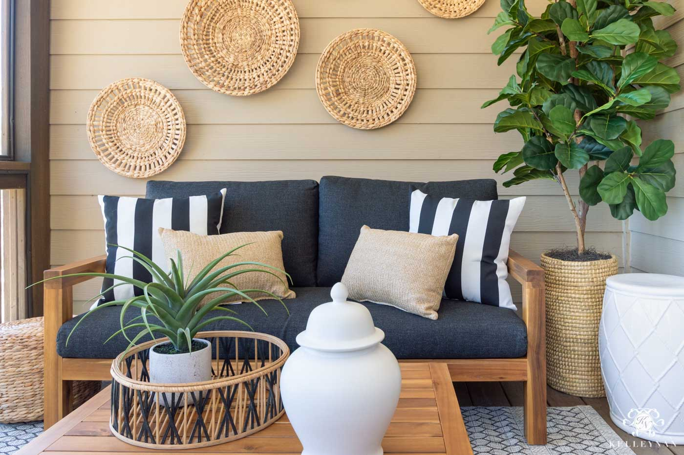 Inexpensive Outdoor Living Decor and Ideas