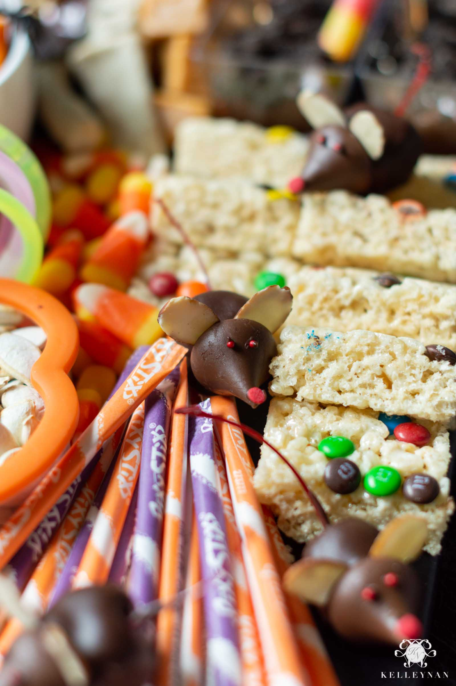 Cute and Spooky (EASY) Halloween Snacks and Treat Ideas