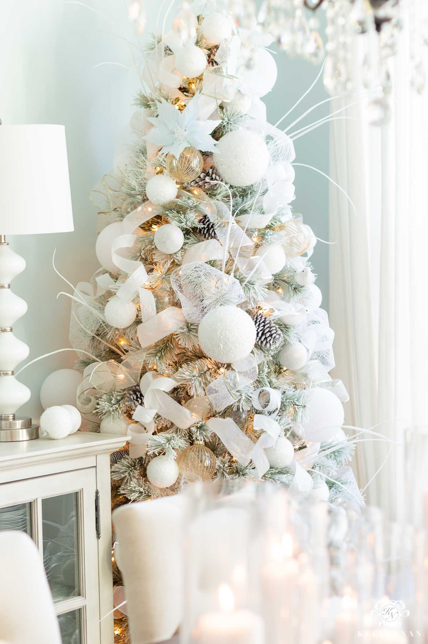 Snowy White and Icy Blue Christmas Decor in the Dining Room!