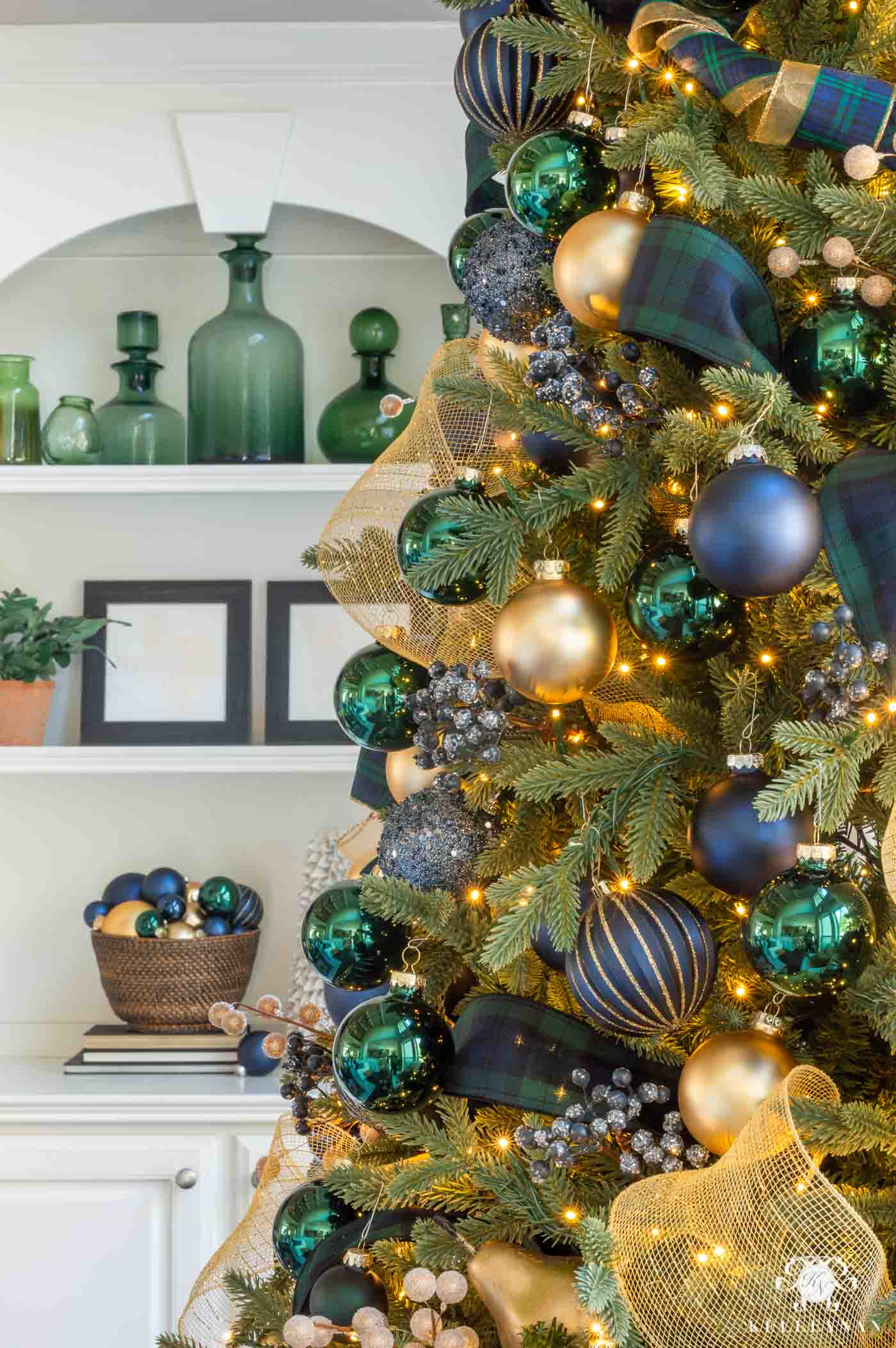 Christmas Tree Color scheme -- Navy Blue, Gold and Green Plaid