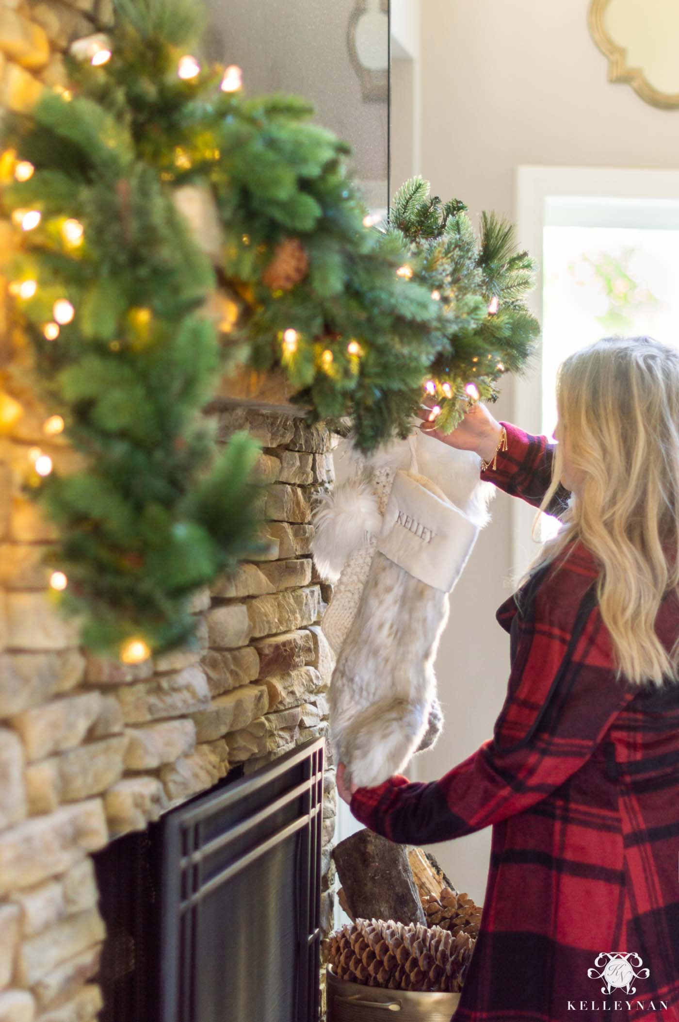 How to Decorate Your Christmas Garland
