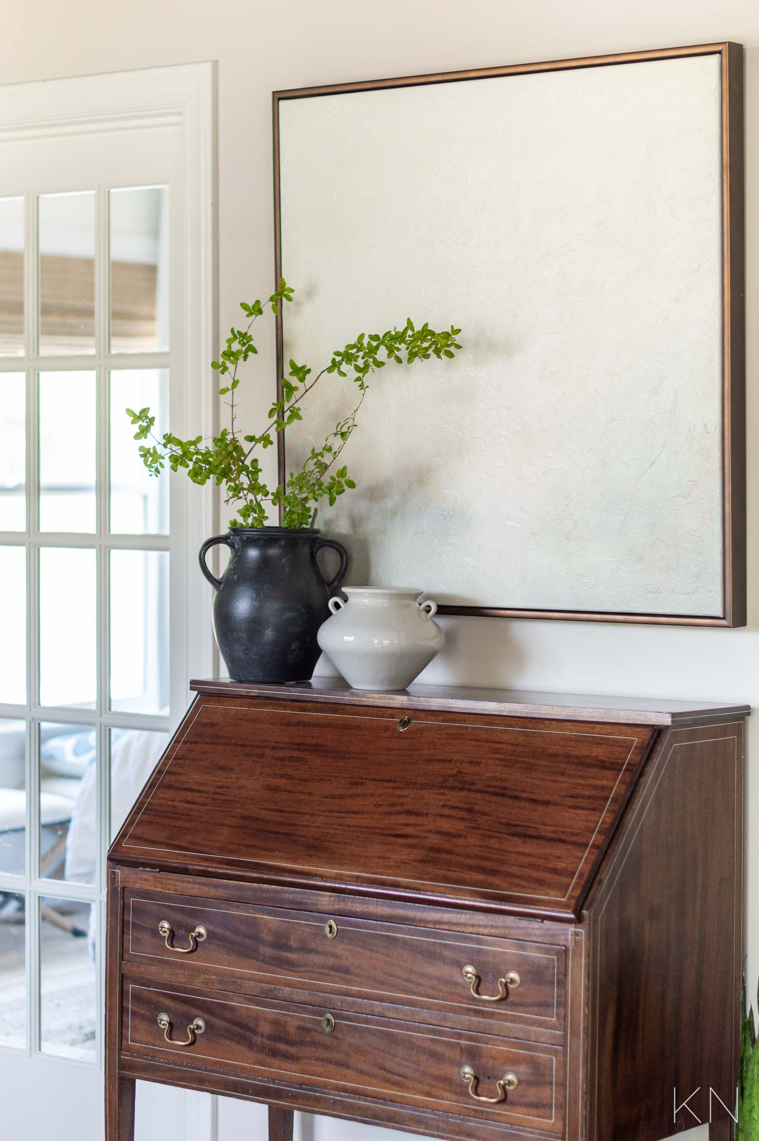 Mixing Antique and Modern Furniture in Living Room Decor