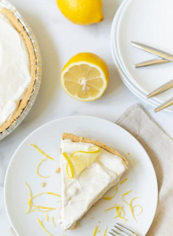 Simple Four Ingredient (No Bake!) Lemonade Icebox Pie)