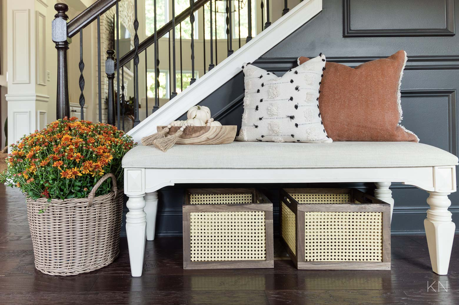 Simple Fall Decor Ideas for the Entry