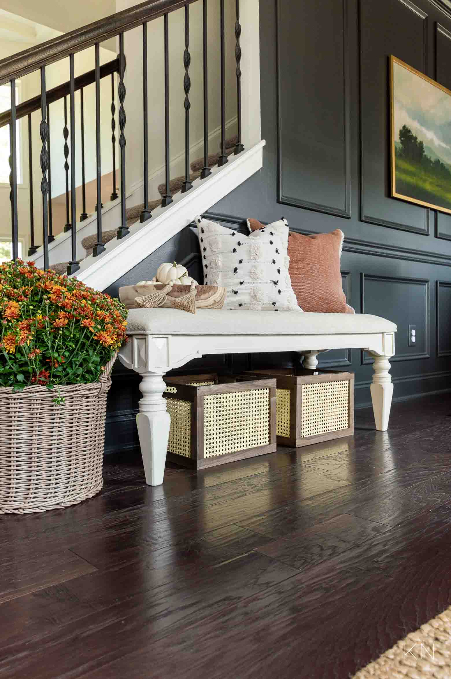 Dressing Up an Entry Bench with Fall Home Decor Ideas