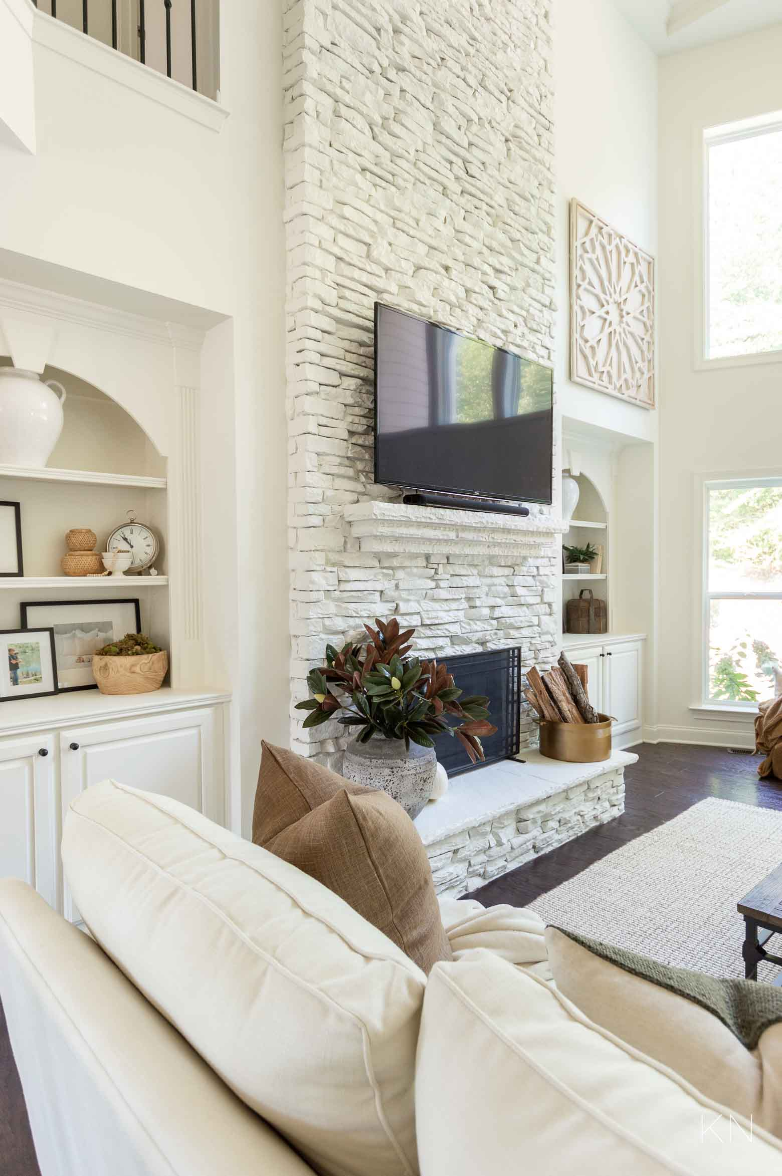 White Living Room Decorating Ideas for Fall