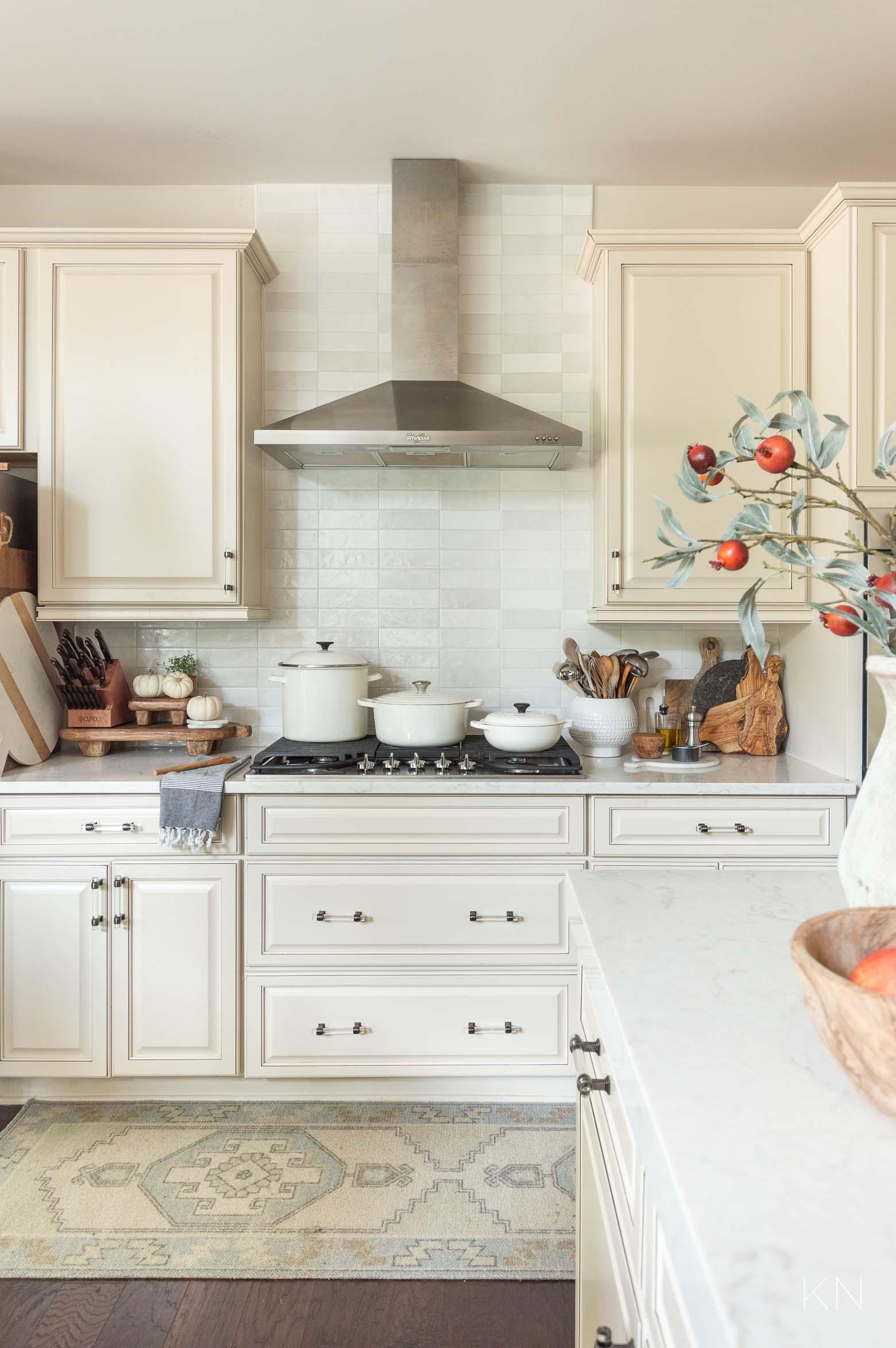 Simple Neutral Fall Kitchen Decor